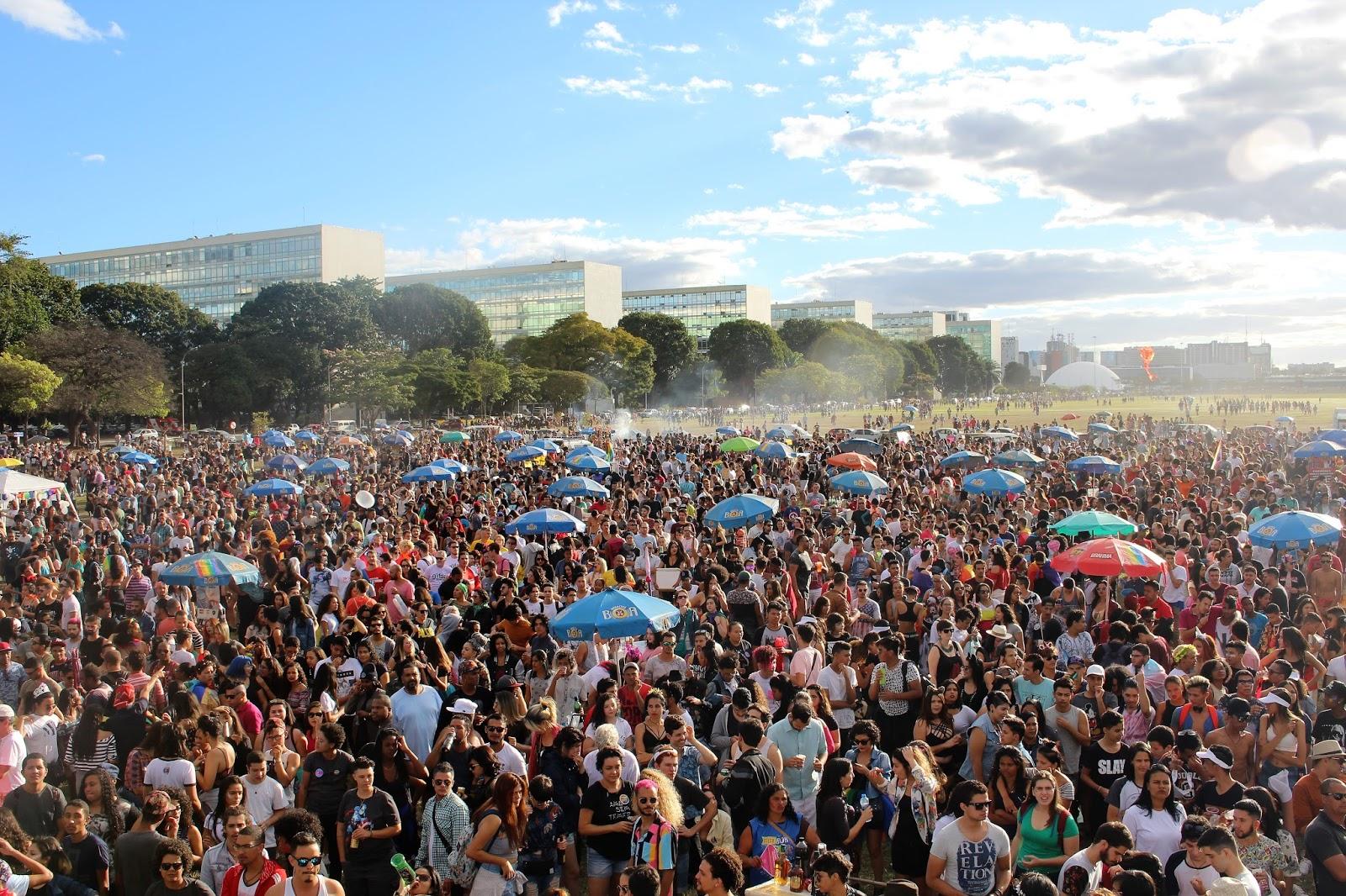 Confira fotos da 20ª Parada LGBTS de Brasília
