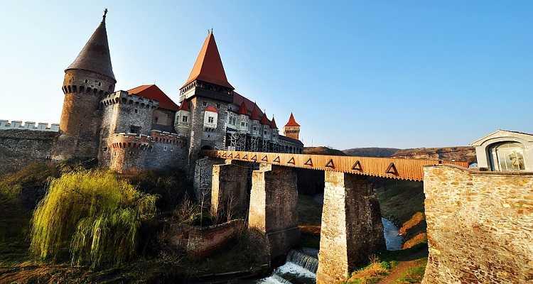 Castelul Hunedoarei, Corvin Castle, Castelul Corvinilor ori Castelul Huniazilor