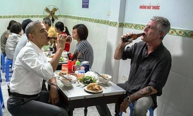 Obama dines with Anthony Bourdain in Vietnam