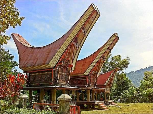 Rumah Adat Provinsi Sulawesi selatan ( Rumah Tongkonan )