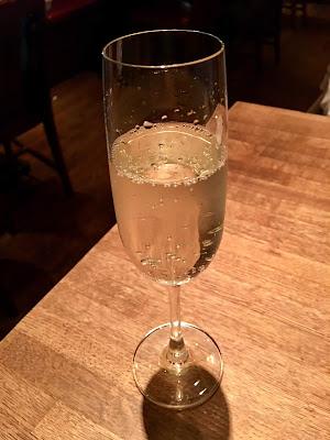 三軒茶屋にあるレインボーのスパークリングワイン