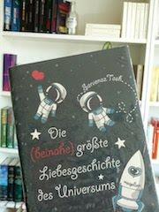 http://samtpfotenmitkrallen.blogspot.ch/2016/09/rezension-die-beinahe-grosste.html