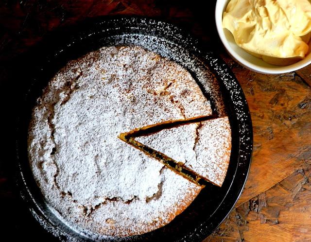 Torta ubriaca ai fichi e uvetta, con olio di oliva