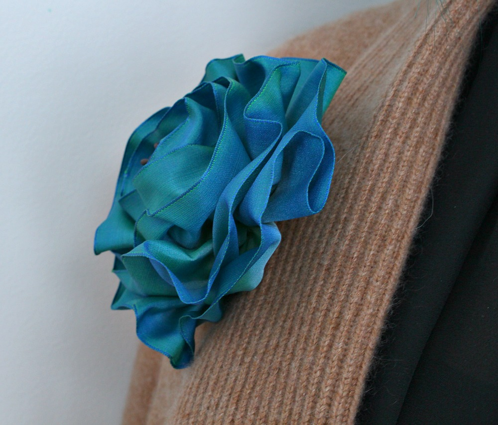 Sculptural brooch DIY