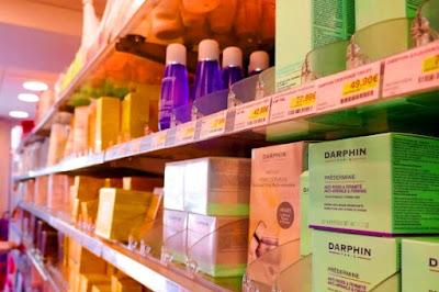 memilih pencuci muka di farmasi