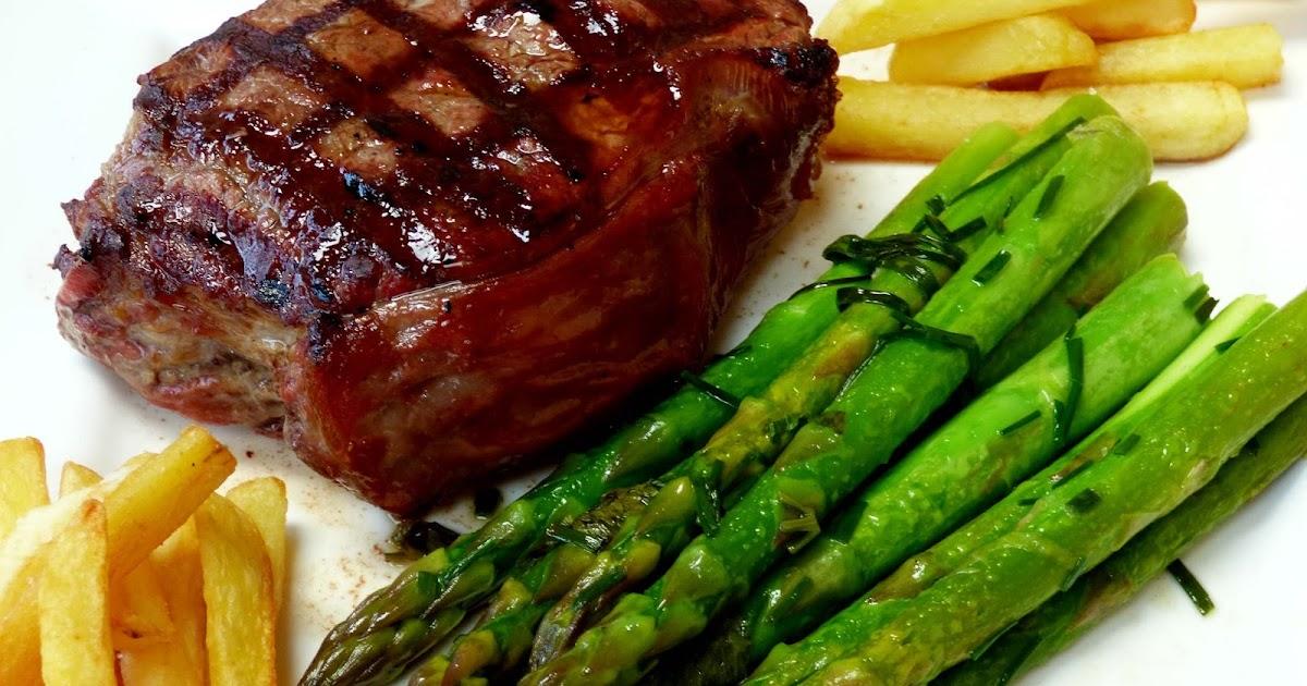 steak mit gr nem spargel vom grill. Black Bedroom Furniture Sets. Home Design Ideas