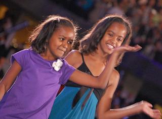 Sasha and Malia Obama, 2008, by Tracy Russo [CC License]