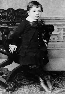Albert Einstein saat berusia 3 tahun