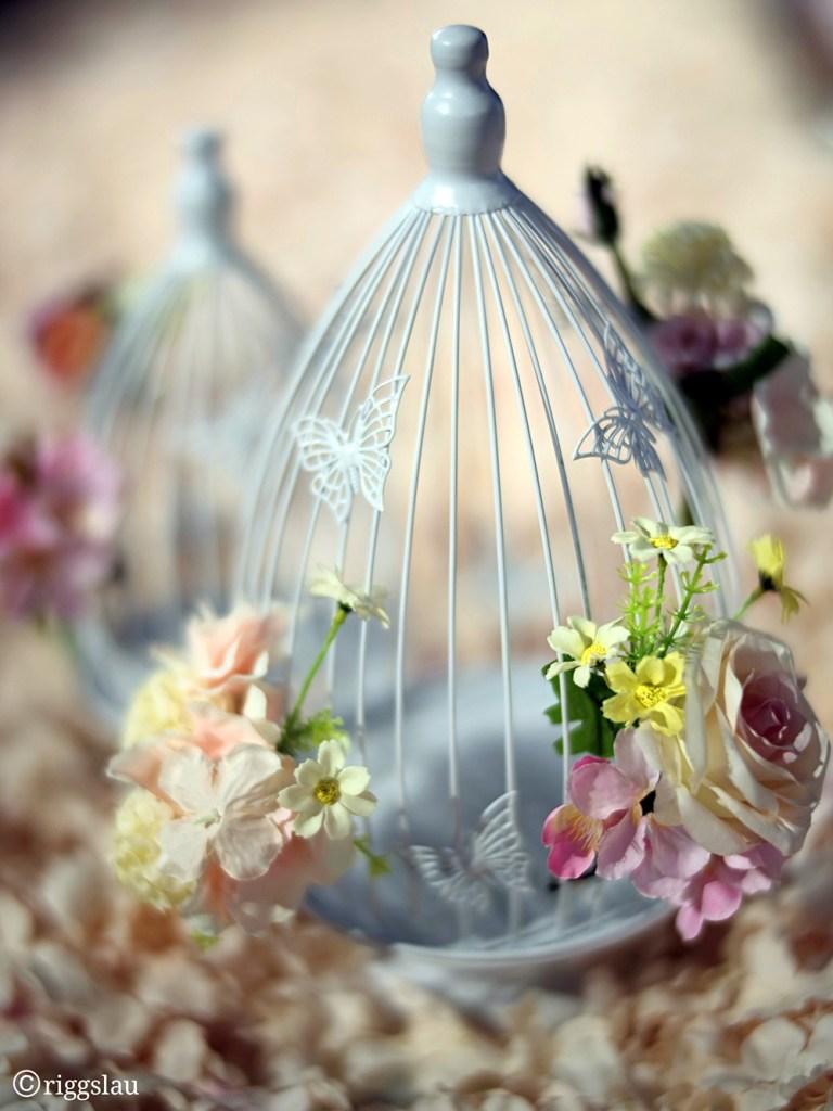 Клетка для птиц с цветами