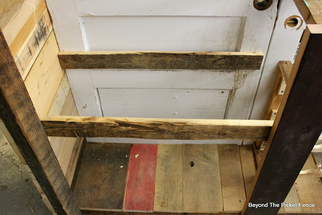 building plans, rustic bar, barnwood, http://bec4-beyondthepicketfence.blogspot.com/2016/03/rustic-old-door-bar-diy.html