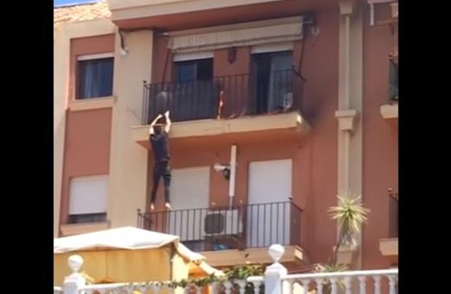 شاهد كيف تسلق مهاجر مغربي بناية لينقذ أسرة إسبانية من الحريق