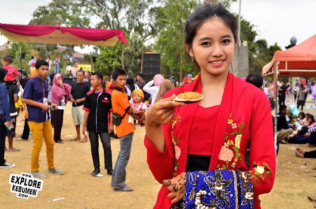 Foto Model Cantik di Festival Srabi Kebumen 2015
