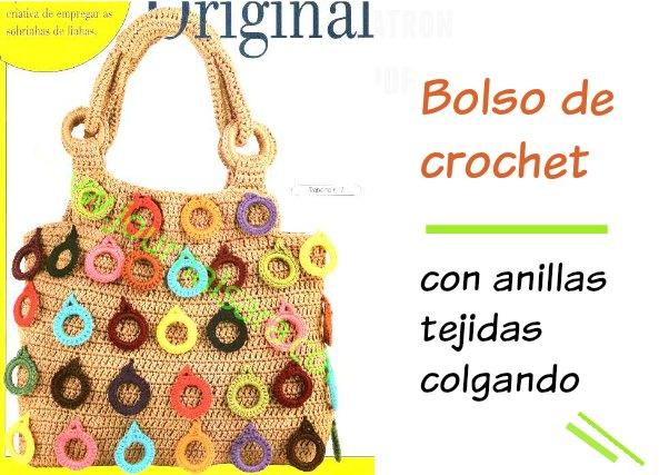 Bolso de crochet con anillas tejidas colgadas