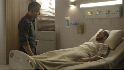 Agno (Malvino Salvador) visita Téo (Rainer Cadete) para saber mais sobre a chantagem de Fabiana (Nathalia Dill) a Jô (Agatha Moreira), em 'A Dona do Pedaço' — Foto: TV Globo