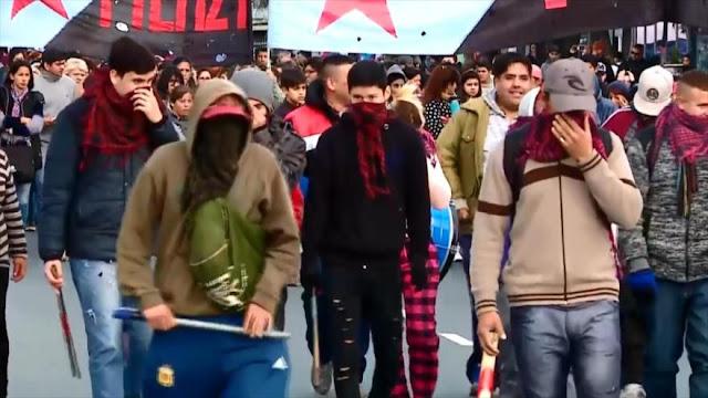 Argentinos protestan por la hambruna y pobreza causada por Macri