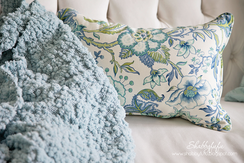 five minute styling tips - blue and green accent pillows