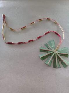 Mainan Jadoel kalung daun singkong