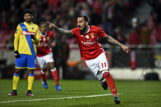 Mitroglou foi o destaque da vitória do Benfica ao marcar dois gols (Foto: Patricia de Melo Moreira/AFP)