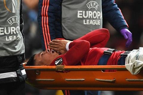 Rojo gặp chấn thương phải rời khỏi sân