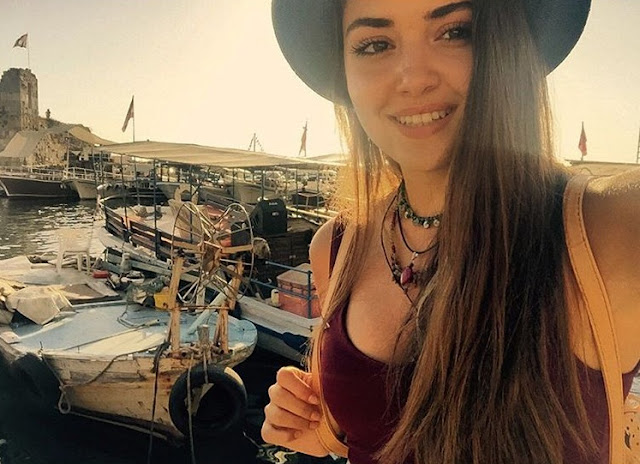 Model Hande Ercel Instagram