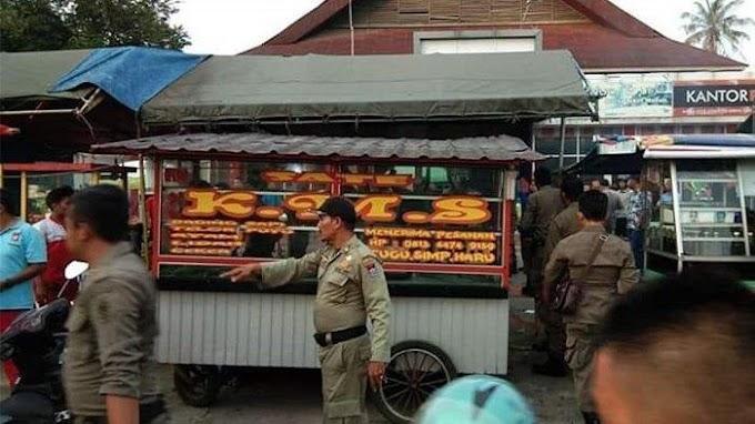 Penggerebekan Penjual Sate di Kota Padang Di Duga Mengandung Babi