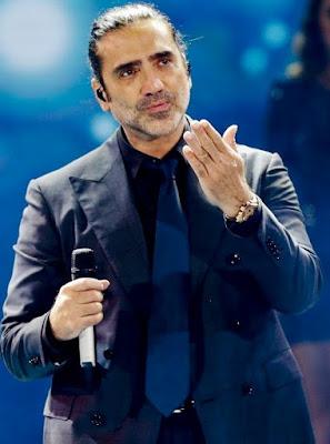 Foto de Alejandro Fernández con el cabello amarrado
