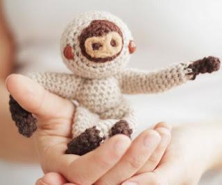 http://www.thesunandtheturtle.com/2014/12/amigurumi-baby-sloth-crochet-pattern.html