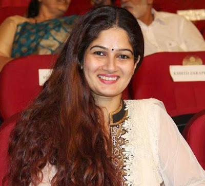 Resham Tipnis Wiki, Height, Weight, Age, Husband, Family and Biography