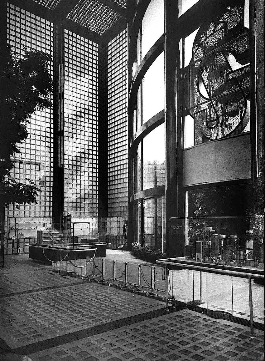 1938 giant glass block structure photograph