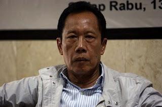 Kepala Badan Intelijen Negara (BIN) Sutiyoso melaporkan hasil negosiasinya dengan gerakan aceh merdeka (gam) kepada Wakil Presiden Jusuf Kalla di kantor Wakil Presiden Jakarta Pusat