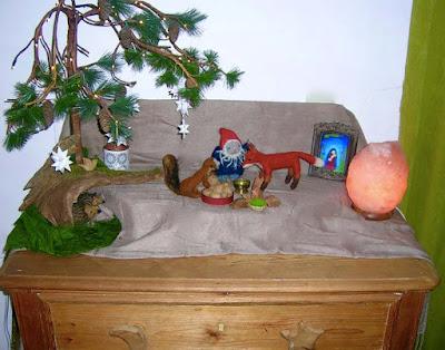 Jahreszeitentisch, Weihnachten im Wald, Wollzwerg und Filztiere, Zwergentisch, Natur erleben, Waldorfkindergarten,