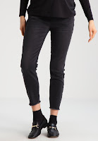 https://www.zalando.be/new-look-maternity-straight-leg-jeans-black-n0b29a006-q11.html