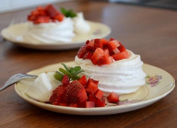 Dessert- Franse meringue met aardbeien en slagroom