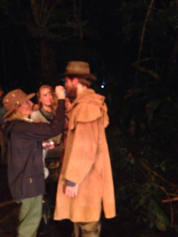 """24 Mayo - Nueva Foto de Rob en el Set de """"The Lost City Of Z""""!!!! CjOFo61XAAAbQ1o"""