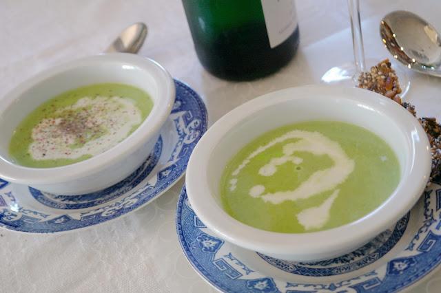 Grön ärtsoppa med mousserande vin
