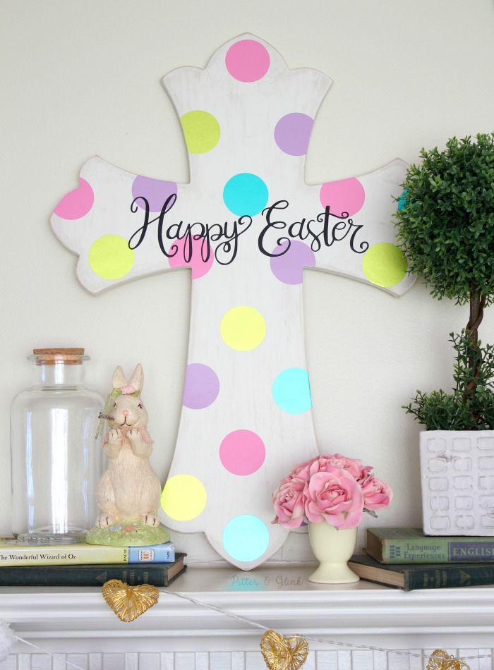 Make this cute DIY Hand-Lettered Easter Cross Art using the FREE cut file in post! | pitterandglink.com