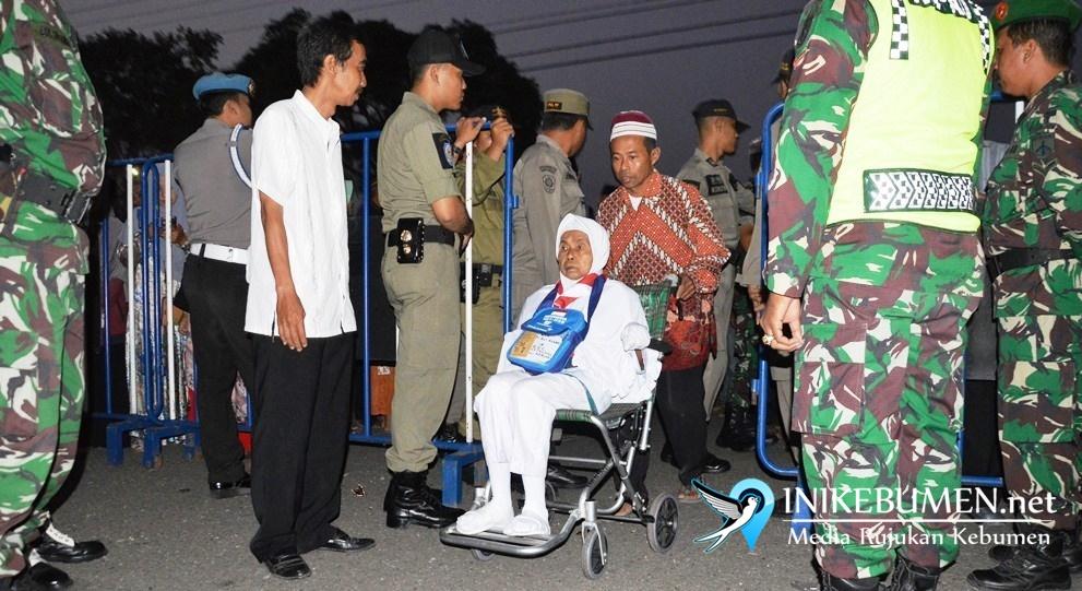118 Calon Haji Kebumen Kloter 15 Diberangkatkan