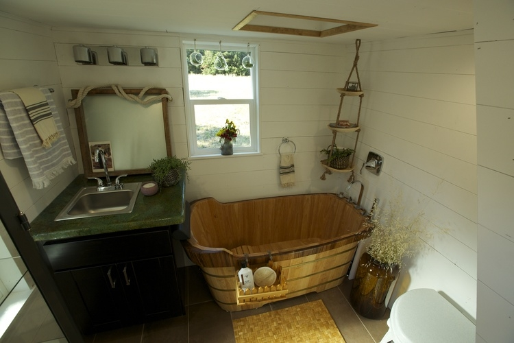 06-Bathroom-Brian-Crabb-Tiny-House-on-wheels-www-designstack-co