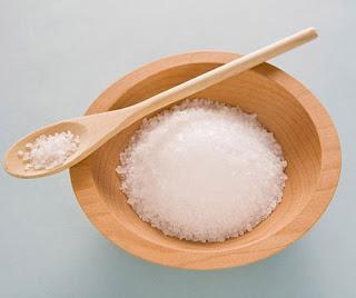 Muối trắng làm món khô gà xé cay giòn sợi ngon