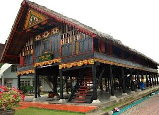 Rumah Adat Aceh disebut Rumoh aceh