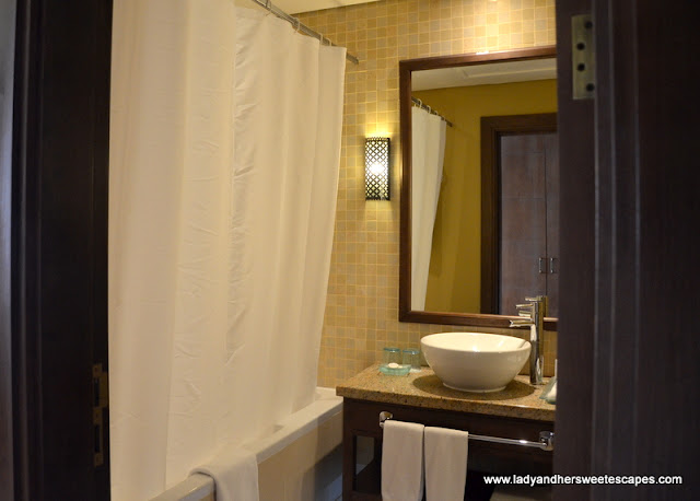 Tilal Room's spacious bathroom