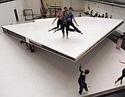La piattaforma fa venire il mal di schiena e i ballerini scioperano