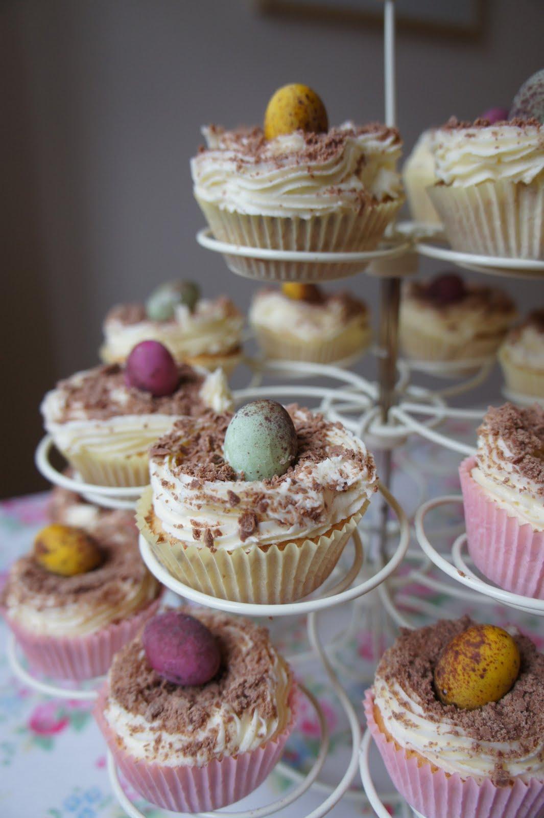 Cakes Look Eggs
