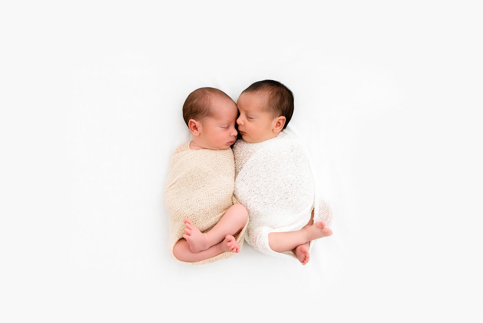 Sesión de fotos de recién nacidos mellizos a domicilio