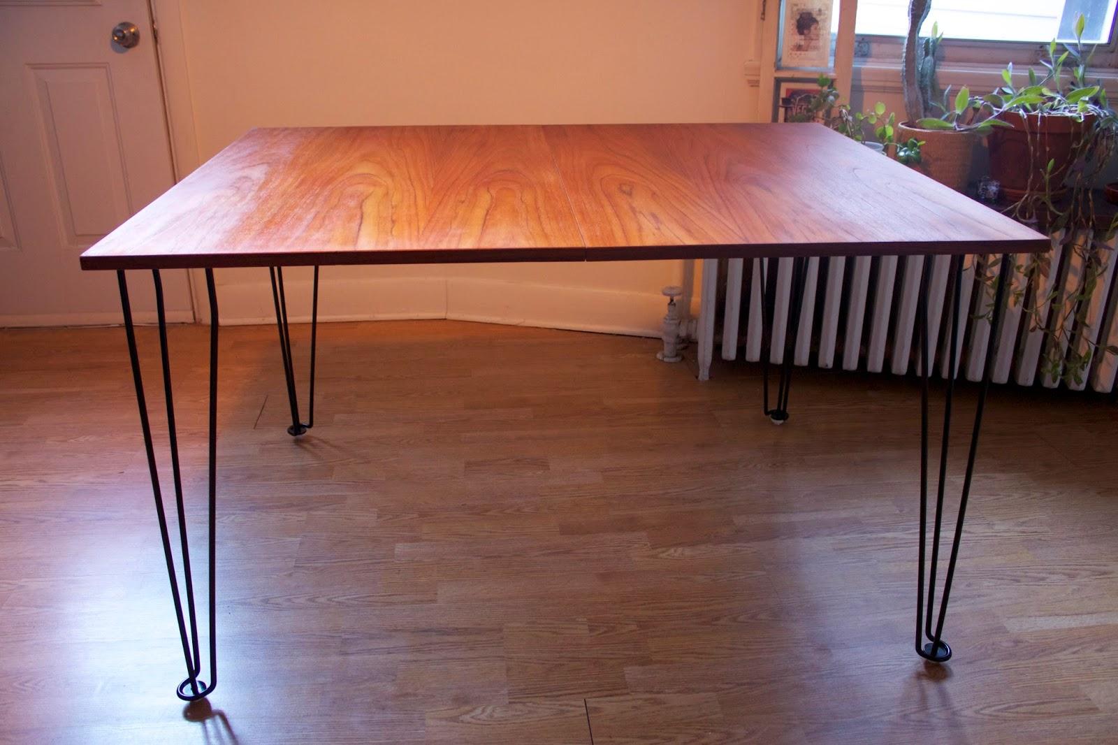 table de cuisine en teck pattes airpins vendu lux int rieur. Black Bedroom Furniture Sets. Home Design Ideas