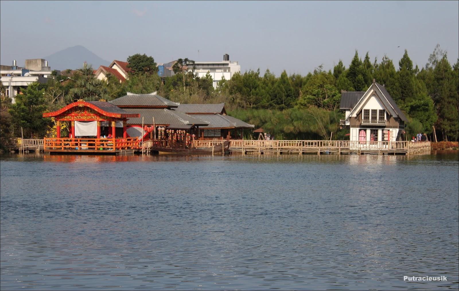 Objek Wisata Floating Market Lembang
