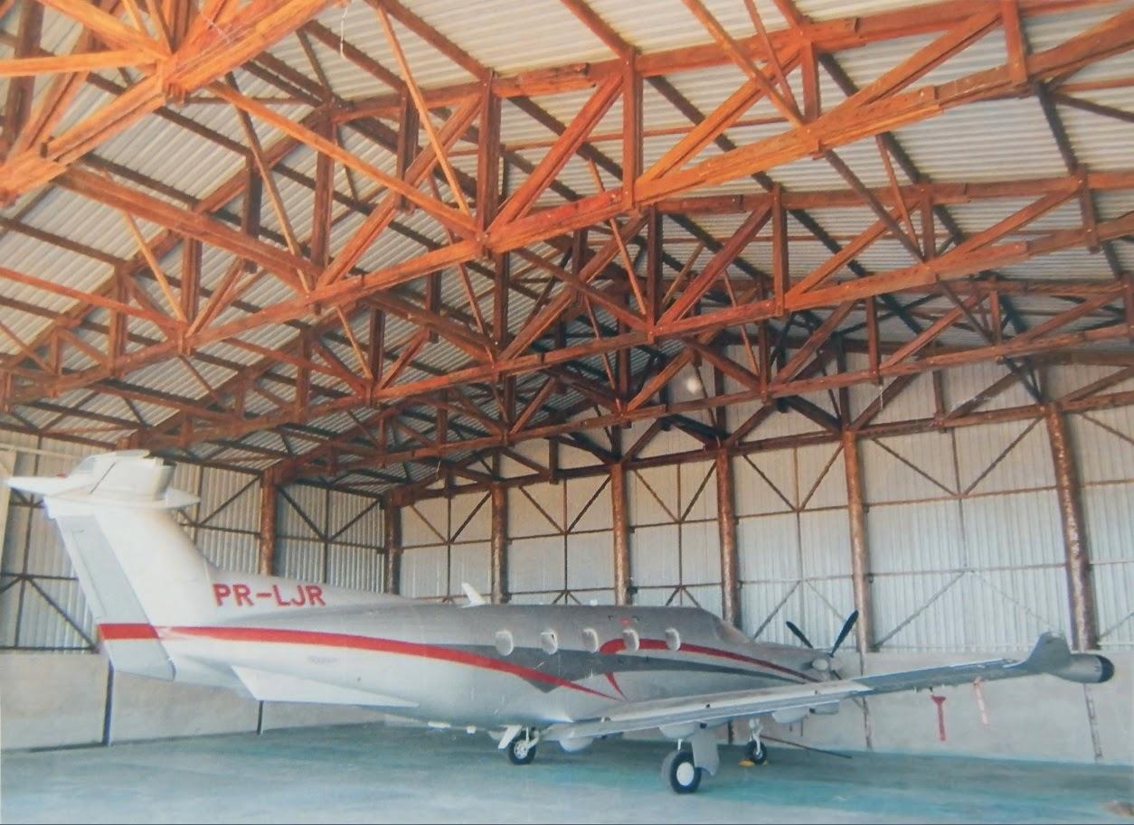 Hangar em fazenda do Mato Grosso, projetado e construído com a consultoria de Alexander Sneiders.