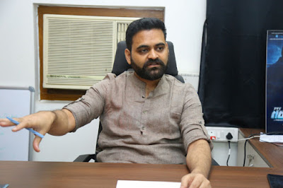 Why-should-director-worry-about-budget-asks-this-director-Andhra-Talkies