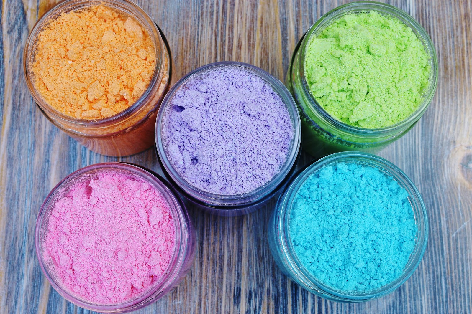 My Simple Modest Chic: DIY Color Powder For A Color Fight!