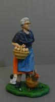 statuette nonni realistici vecchia contadina per presepio orme magiche